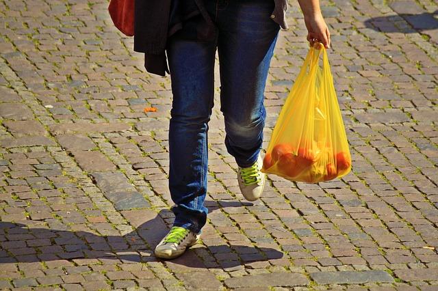 impuesto al consumo de las bolsas de plástico